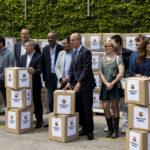 Fundació Barça fa donació de marxandatge a Gentis per als joves refugiats