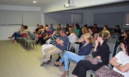 Gentis imparteix una xerrada sobre ciberbullying a l'Institut Roquetes
