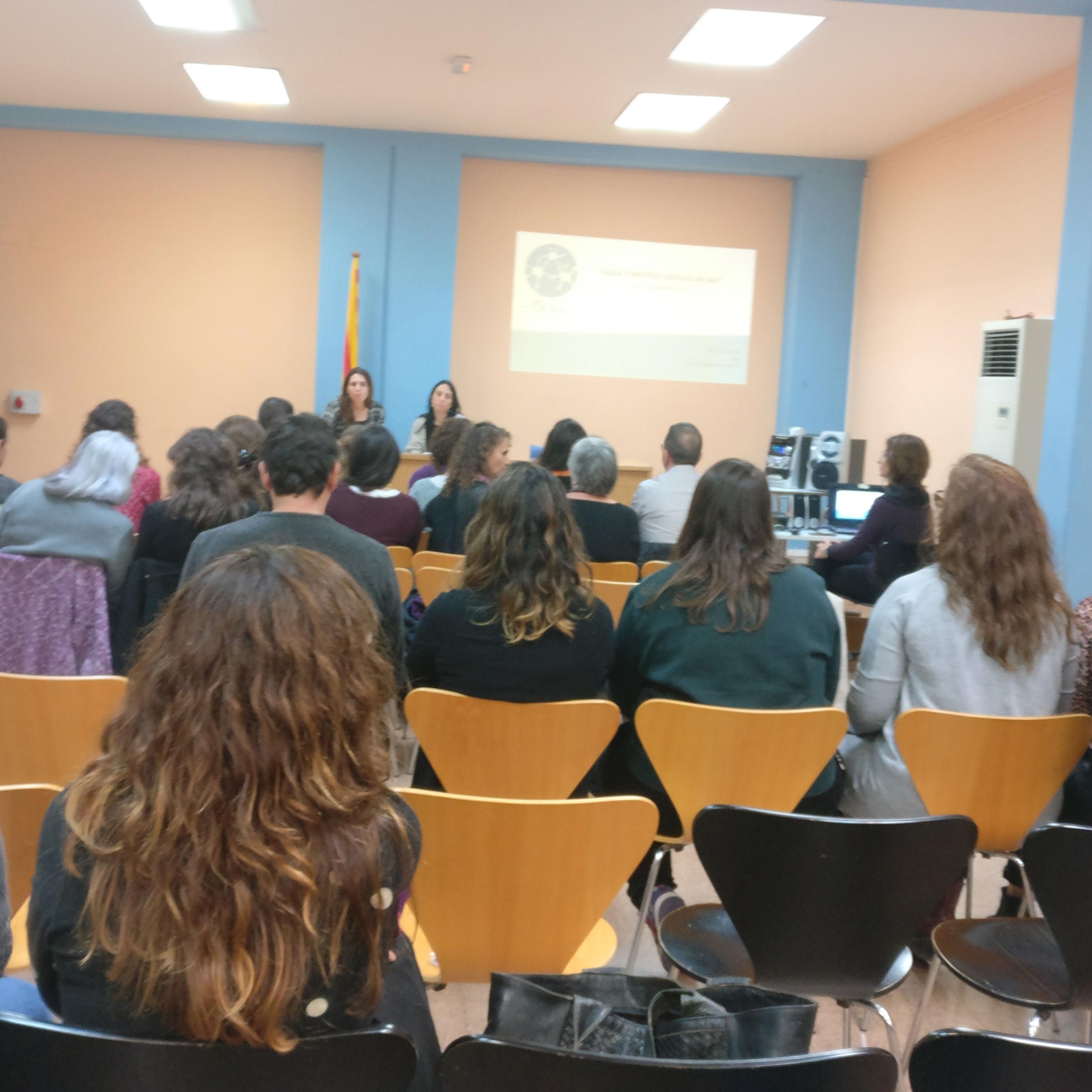Intervenció social i treball en xarxa per posar al centre de l'acció, les persones