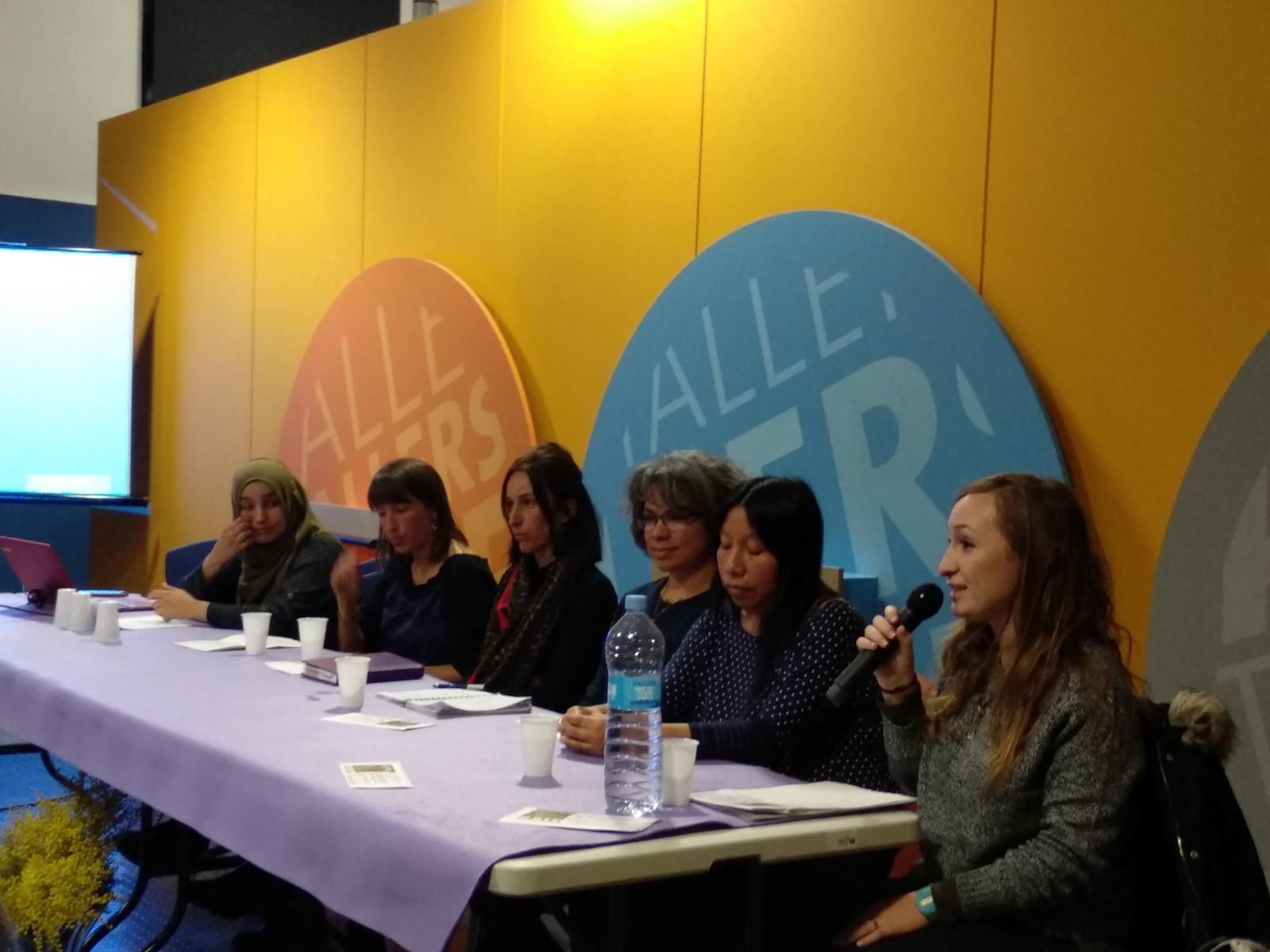 Taula rodona sobre la feminització de la pobresa